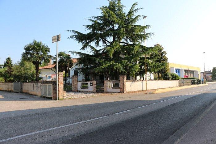 Appartamenti in Villa 8174