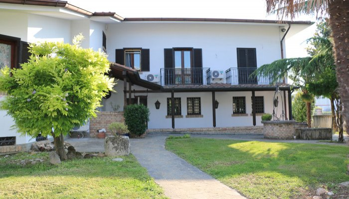 Appartamenti in Villa 8183